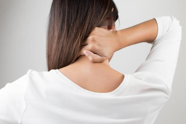 Female in Harrisburg in need of chiropractic care after auto accident for neck pain